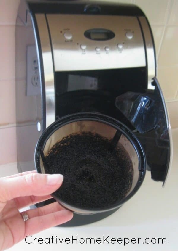 DIY-Coffee-Grounds-Facial-Scrub-1